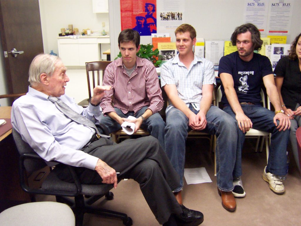 Bernard Rapoport meets with Texas Law students in 2005 to discuss immigrant workers' rights.