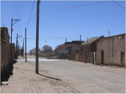 Street view of Metal Huasi and surrounding homes in Abra Pampa, Argentina (March 2008). Photo courtesy of Ariel Dulitzky.