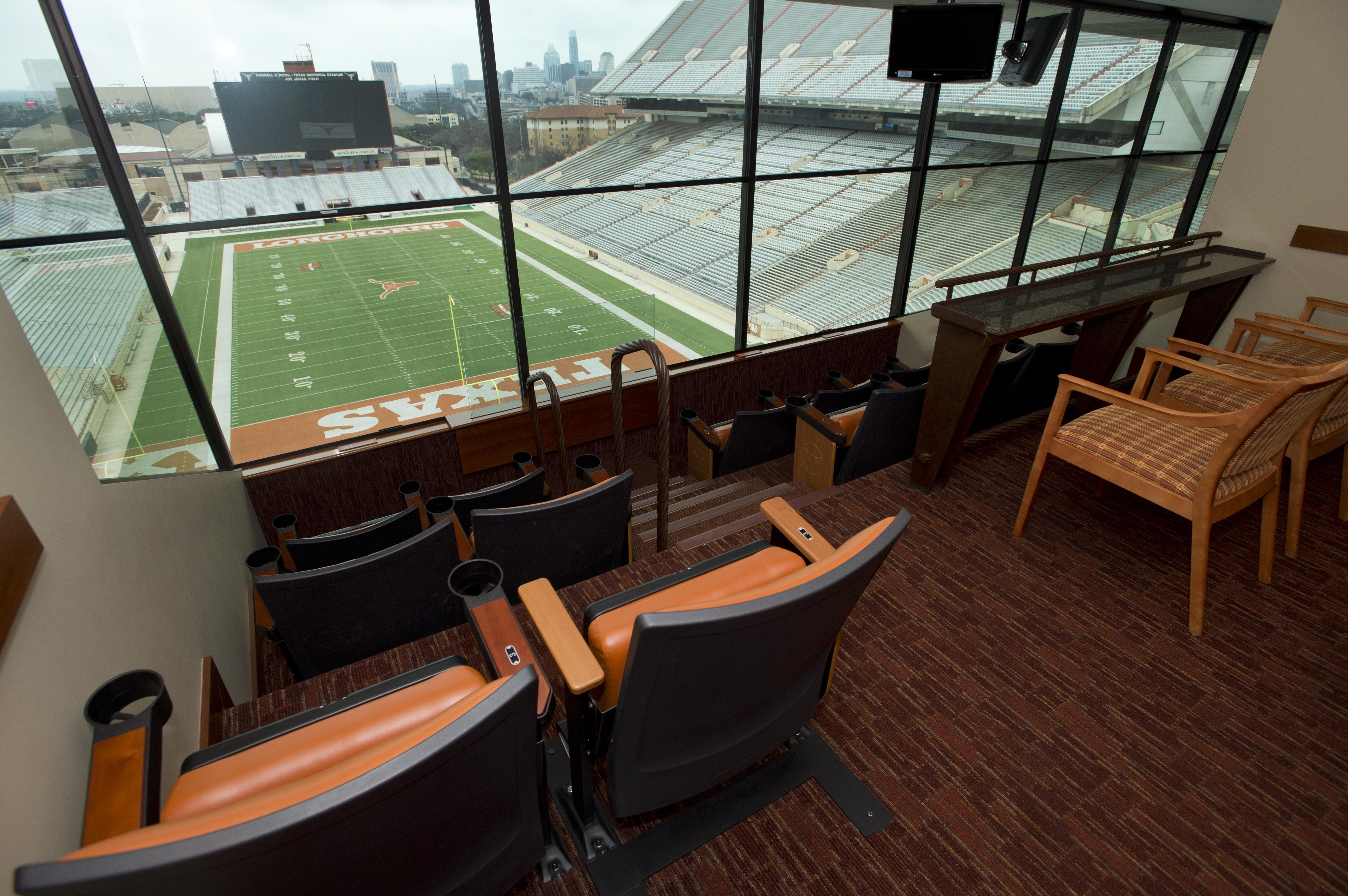Texas-Memorial-Stadium-suite