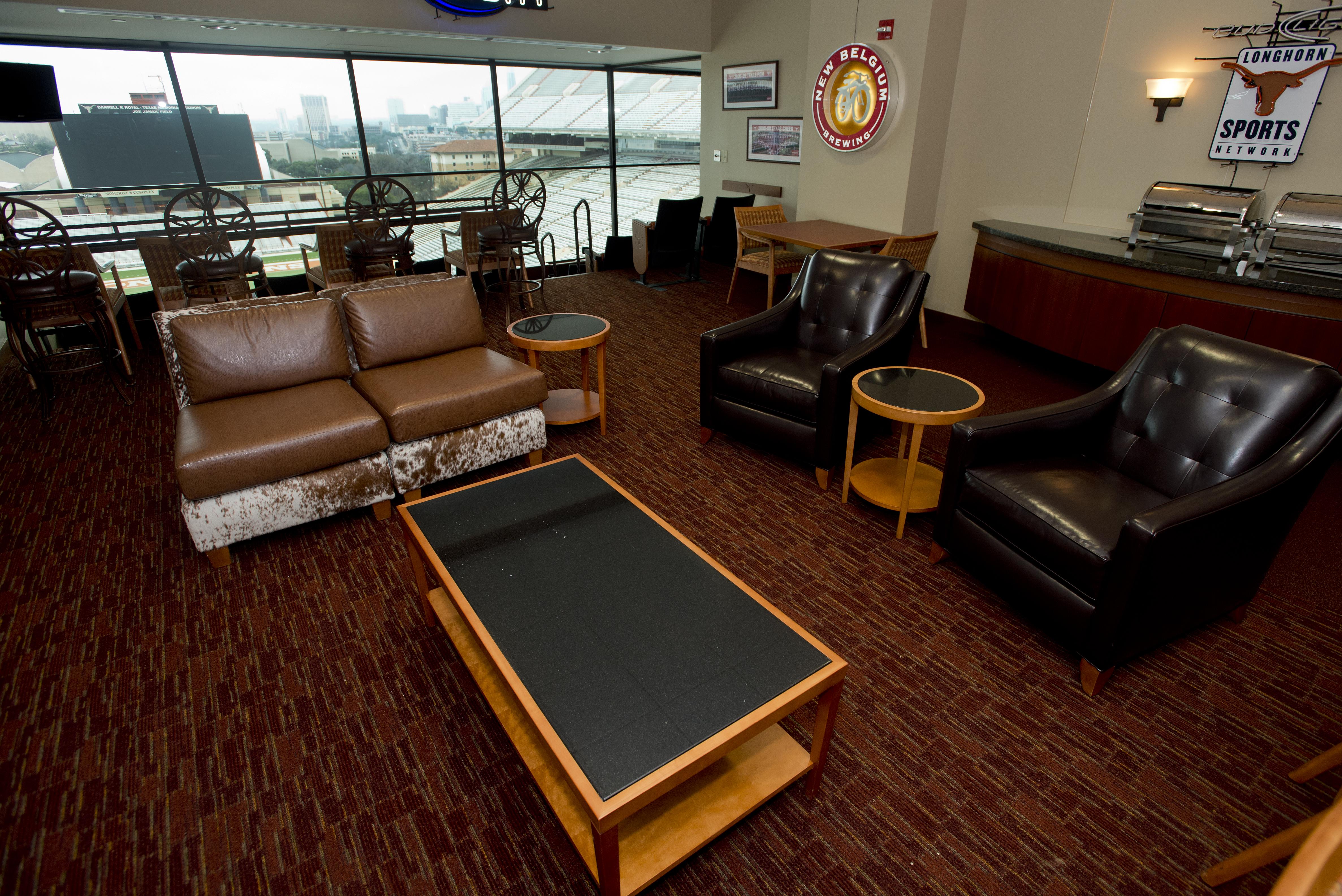 Texas-Memorial-Stadium-suite2
